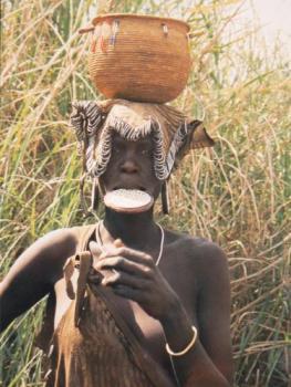 Mujer plato, con gran sacrificio para ofrecer una imagen de acuerdo a su criterio de belleza
